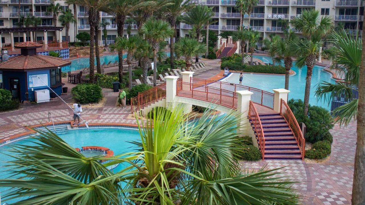Pool Builders in Houston
