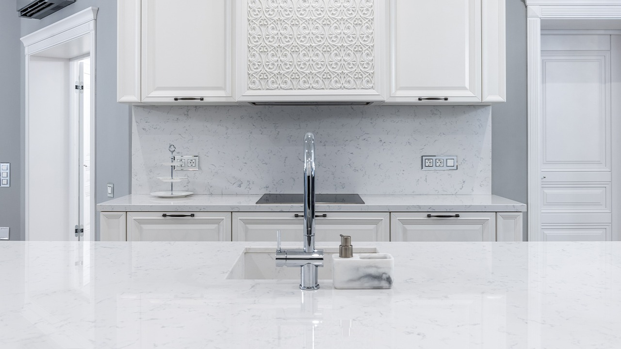 A beautiful white kitchen by Kitchen Remodel Lubbock