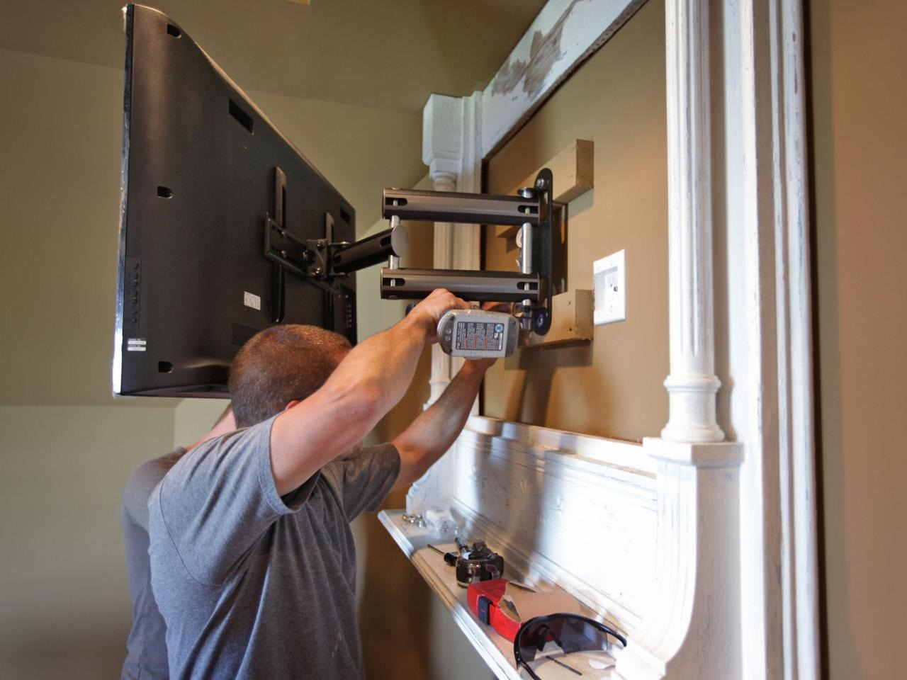 Flat Screen TV Mounting